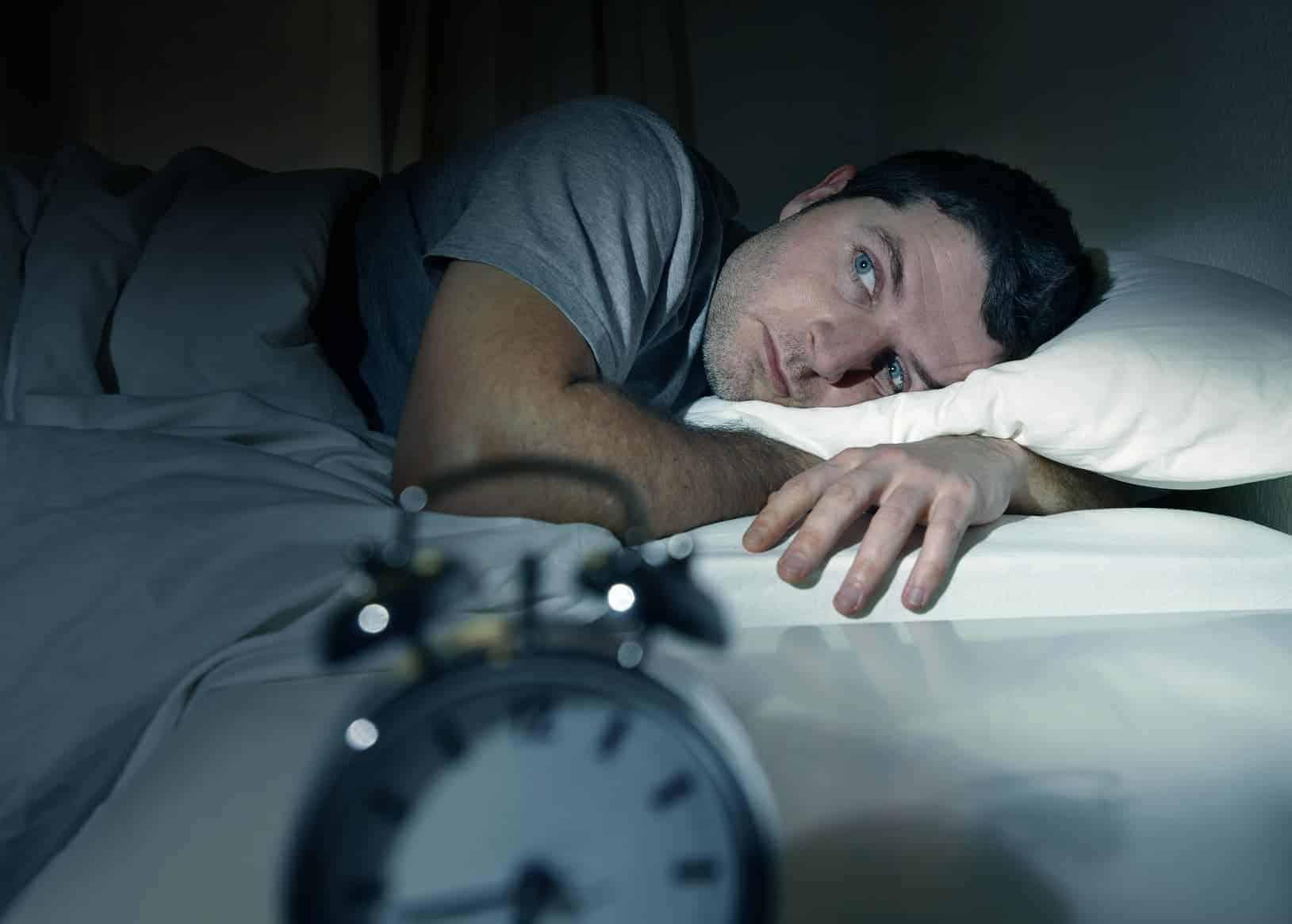 zu bestimmten Uhrzeiten aufwachen