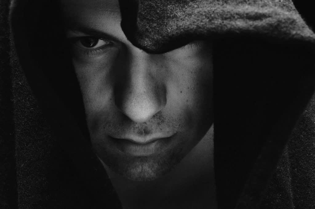narzisstische männer selbstverliebt und verletzend emotional brutal