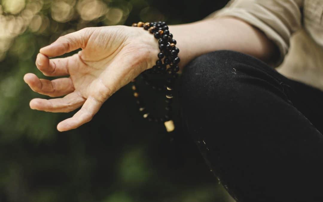Die Geste Mudra für sofortige Erdung & innere Ruhe bei Stress und Angst