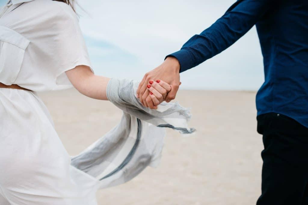 ist dein partner eifersüchtig? wie du ihm helfen kannst